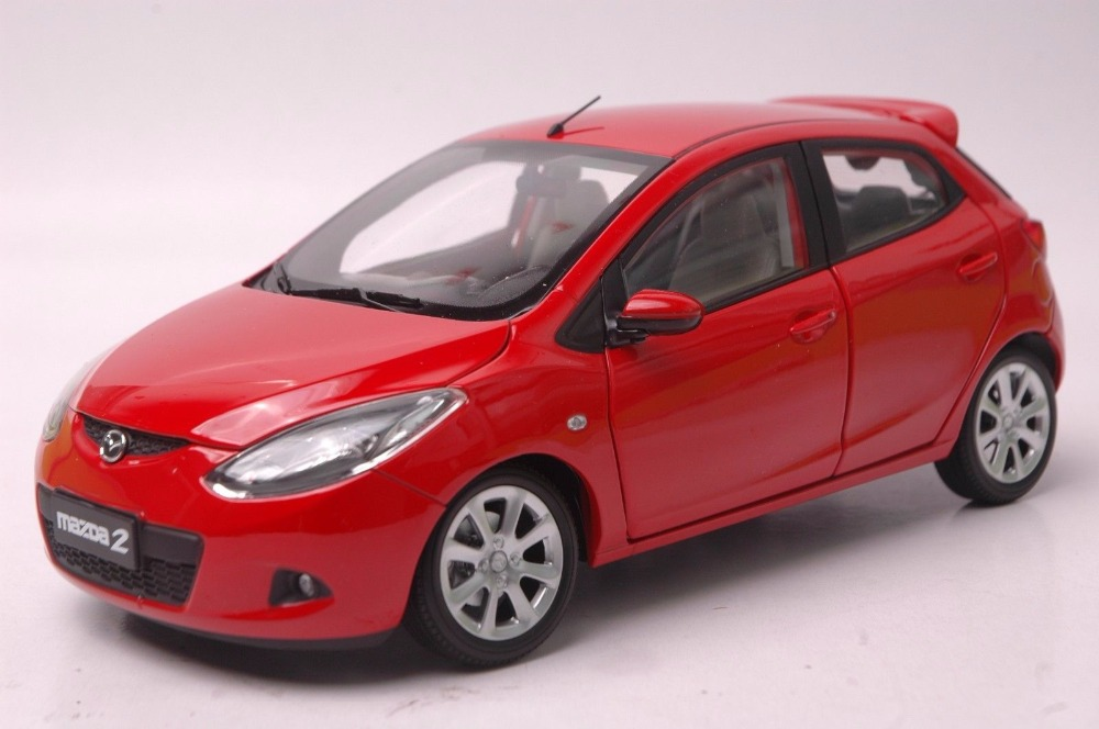 1:18 Diecast Model for Mazda 2 Red Hatchback Alloy Toy Car Miniature Collection Gifts red mitsubishi lancer fortis diecast model show car miniature toys classcal slot cars