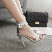 Женские босоножки на высоком каблуке серебристые повседневные