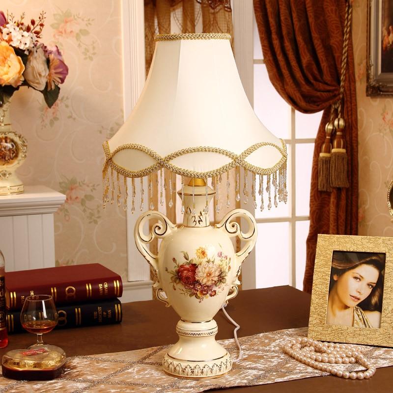 Luxury Bedroom Bedside Lamp Modern European-style Garden Ceramic Lamp Minimalist Fashion Creative Wedding Lighting Lamps