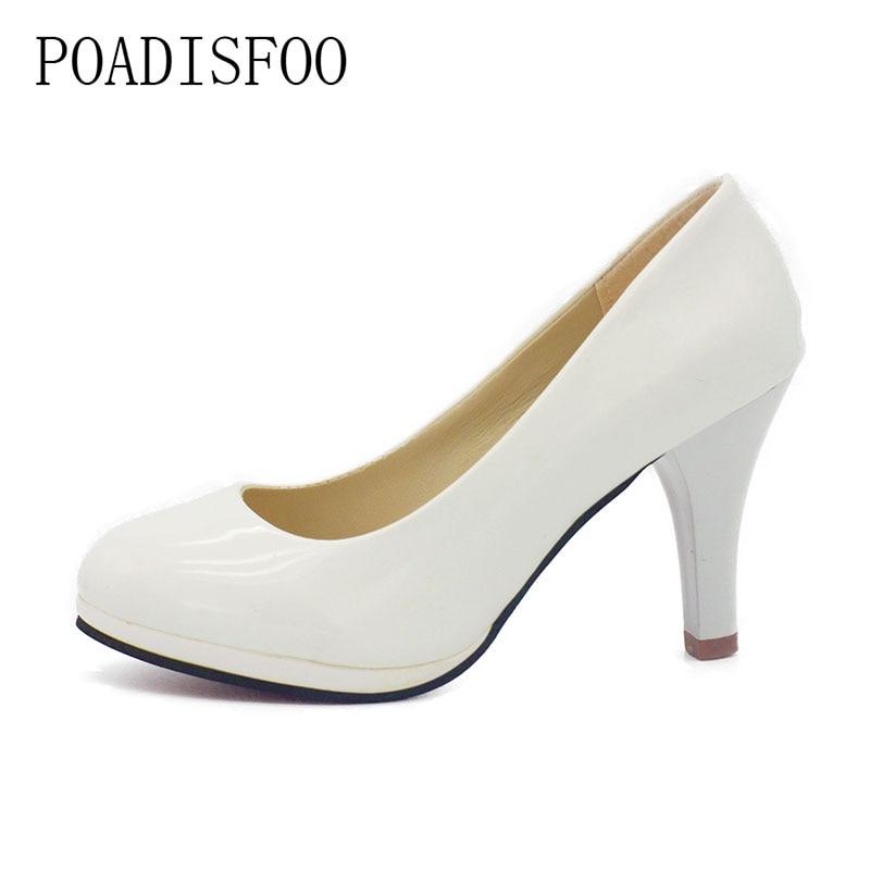Chaussure à talon en mode sandale pour l ...