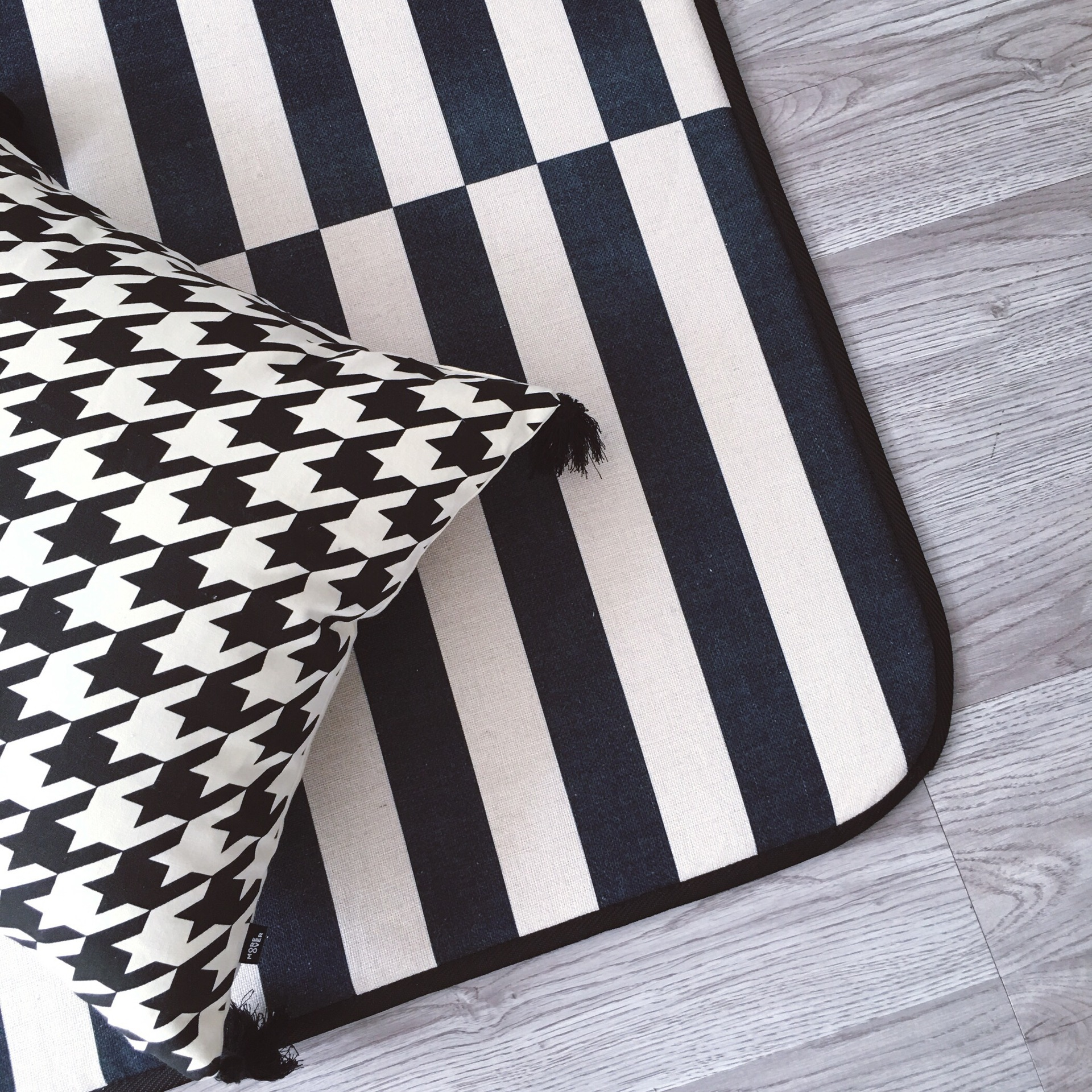 Us 98 4 20 Off 145x195cm Black White Rugs And Carpets For Living Room Home Bedroom Area Rug Coffee Table Floor Mat Kids Play Carpet Striped In