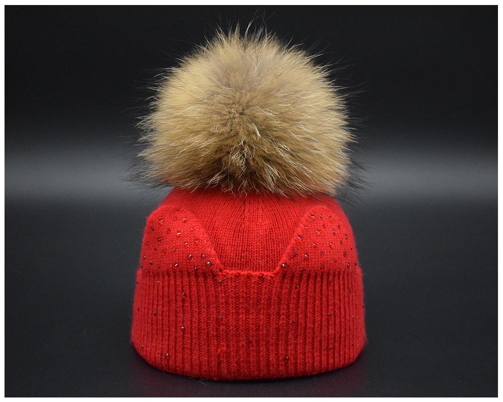 2017 Inverno luxo natural de pele de Guaxinim pompons tampas De Malha Para  mulheres alta qualidade de Peles De lã Gorro Cap chapéu Feminino Chapéu de  pele ... bcb22486098