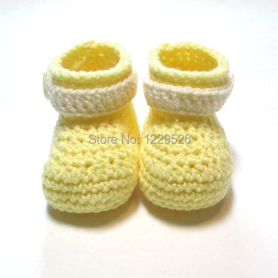 Pastelės geltonos ir grietinėlės kūdikių bateliai. Nertos kūdikių bateliai. Paruošta siuntimui. Pavasario, paukščių kūdikių bateliai