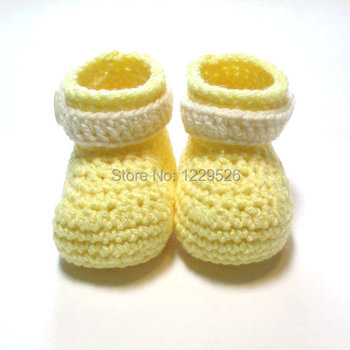 Pastel yellow and cream baby booties. Crochet baby booties. Ready to ship. Spring, easter baby booties