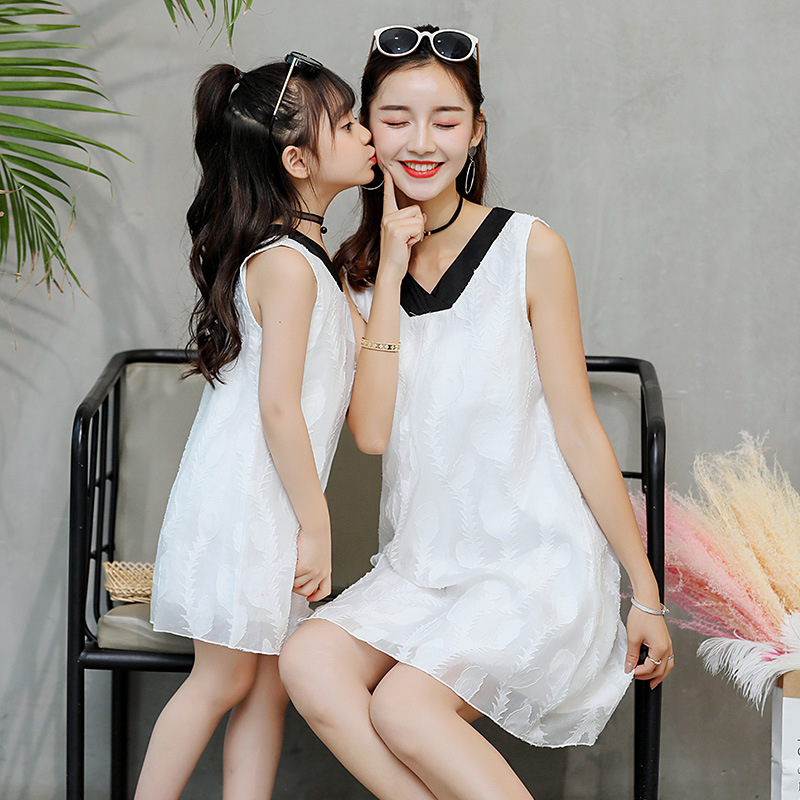 Mother Daughter Dress Summer 2018 New Fashion Korean Sleeveless V-neck Bow Tie Vest Dress Party Dresses Family Matching Clothes summer baby girl s dress cloth cherry blossom korean version sleeveless vest dress princess bow tie vestido