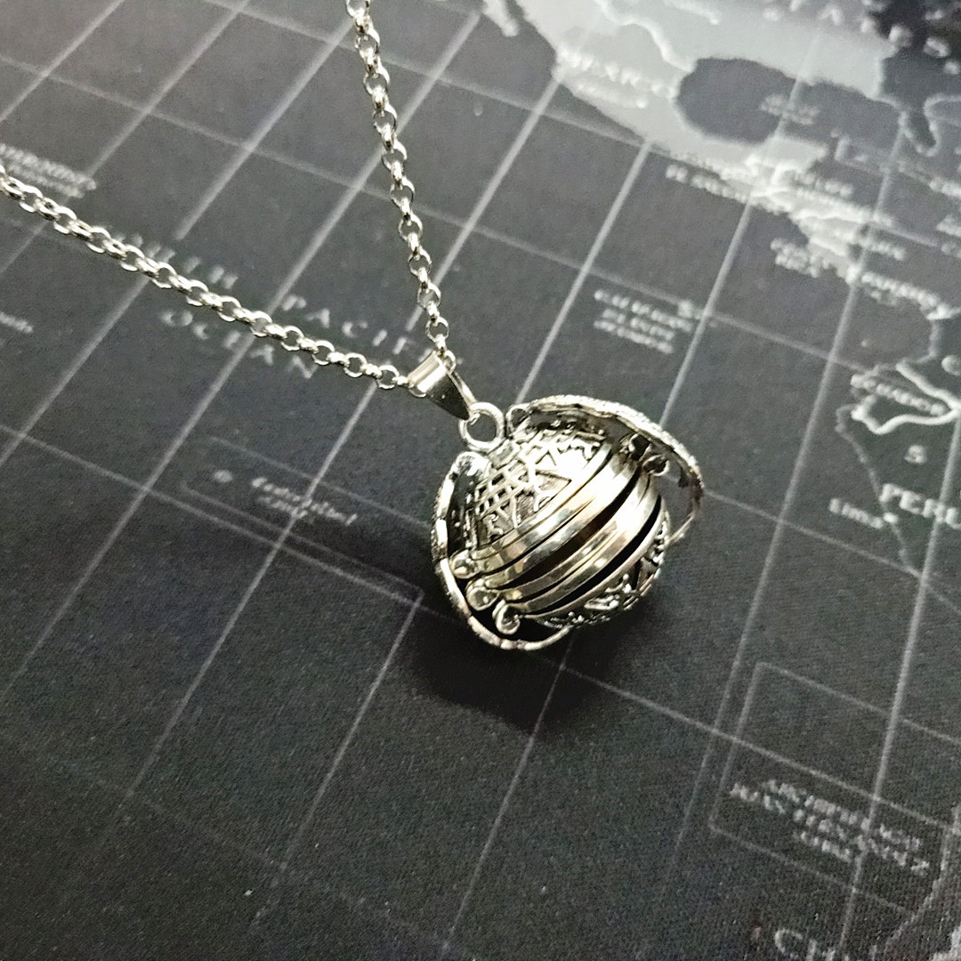 2019 New Magic Photo Pendant Memory Floating Locket Necklace Plated Angel Wings Flash Box Fashion Album Box Necklaces for Women locket