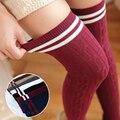 Otoño Nuevo de Las Mujeres Torcedura Calcetines de Rayas Verticales de Algodón Delgado de La Rodilla Calcetines Medias del Pantyhose de la Universidad Femenina de Estilo Japonés
