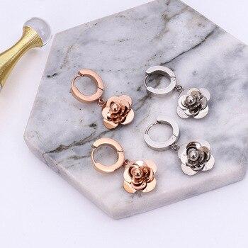 bdf03ec5ce0e Venta caliente Simple joyería oro rosa y plata de color Camelia flor diseño  316L Acero inoxidable Stud pendiente de las mujeres