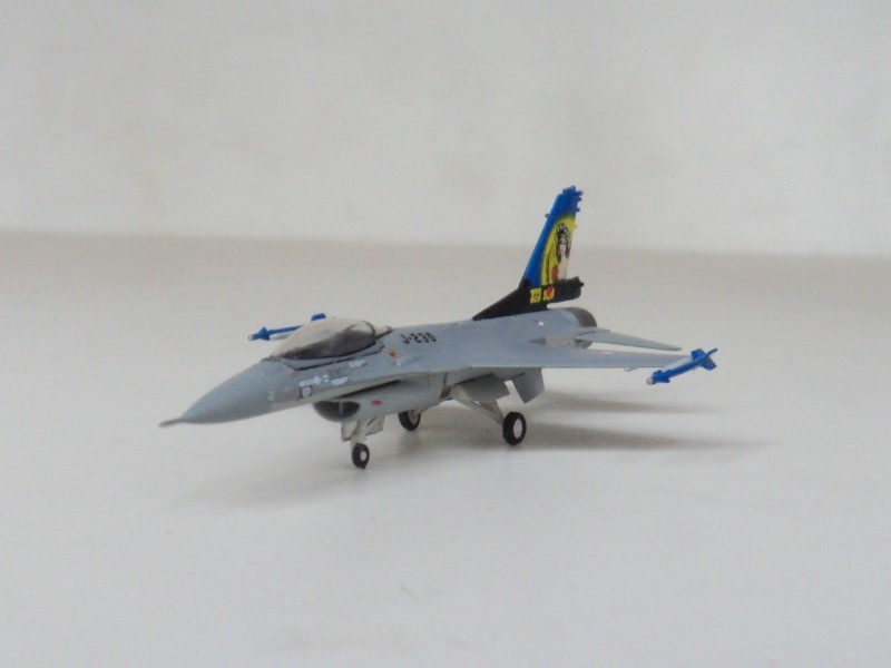 F-16A Hogan Holland 1:200 Royal Air Force fighter aircraft J230 model
