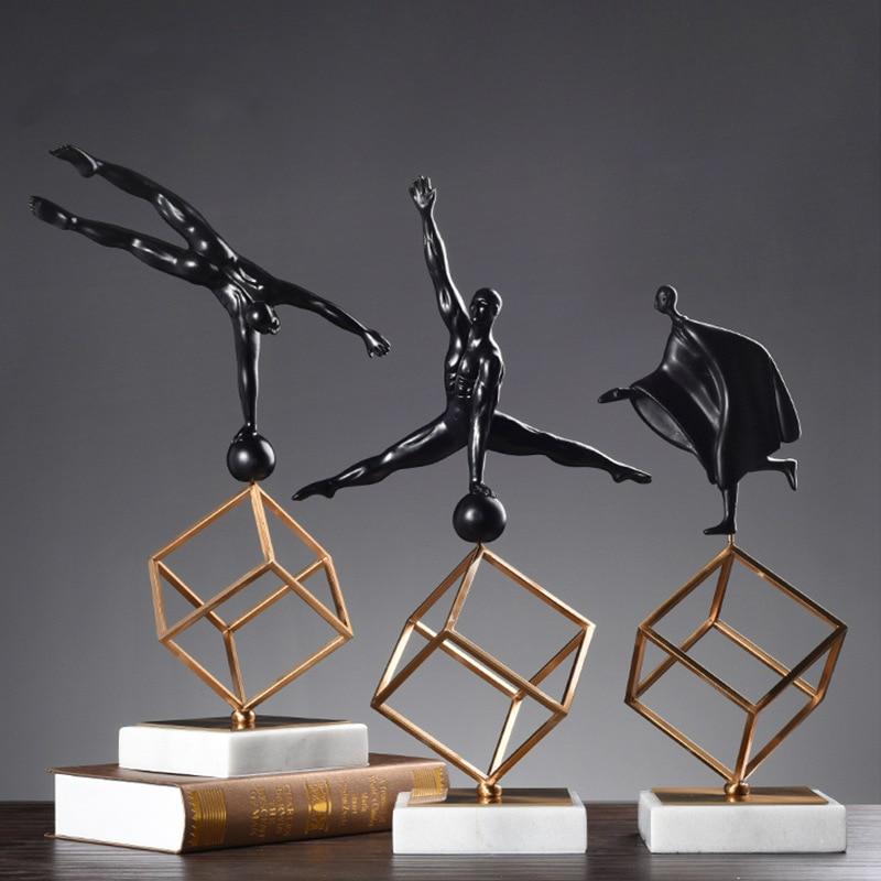Skandinavischen Schreibtisch Skulptur Modell Gymnastik Sport Haltung Figuren Display Wohnzimmer Decor Harz Marmor Metall Handwerk-in Figuren & Miniaturen aus Heim und Garten bei  Gruppe 1