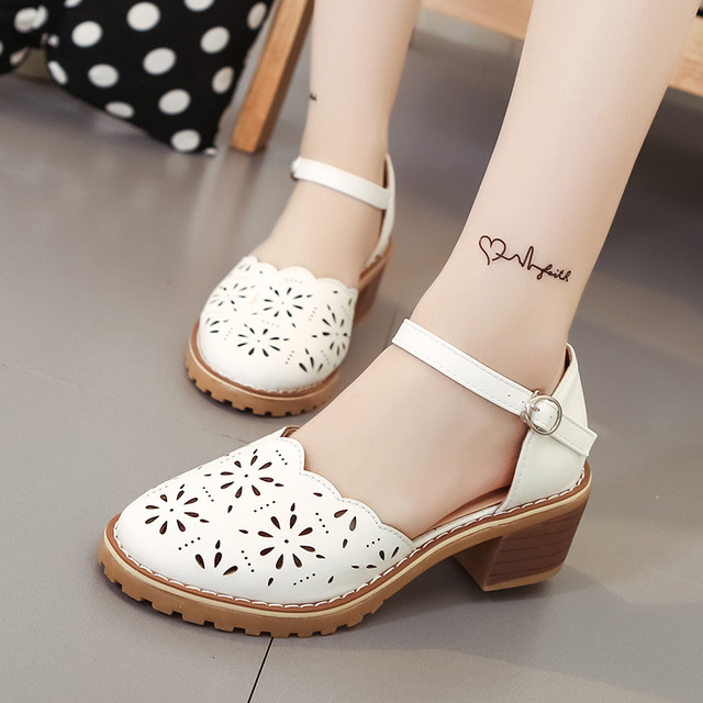 Hollow-Carved Women Sandals 2018 Summer Style Retro Platform White Sandals Comfortable High Hoof Thick Heels Shoes Plus Size 9