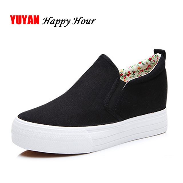 New 2019 Thick Sole Muffin Shoes Women Flat Platform Fashion Women s Flats  Shoes Ladies Canvas Brand Shoes Black White ZH590 4e92cf90ba72