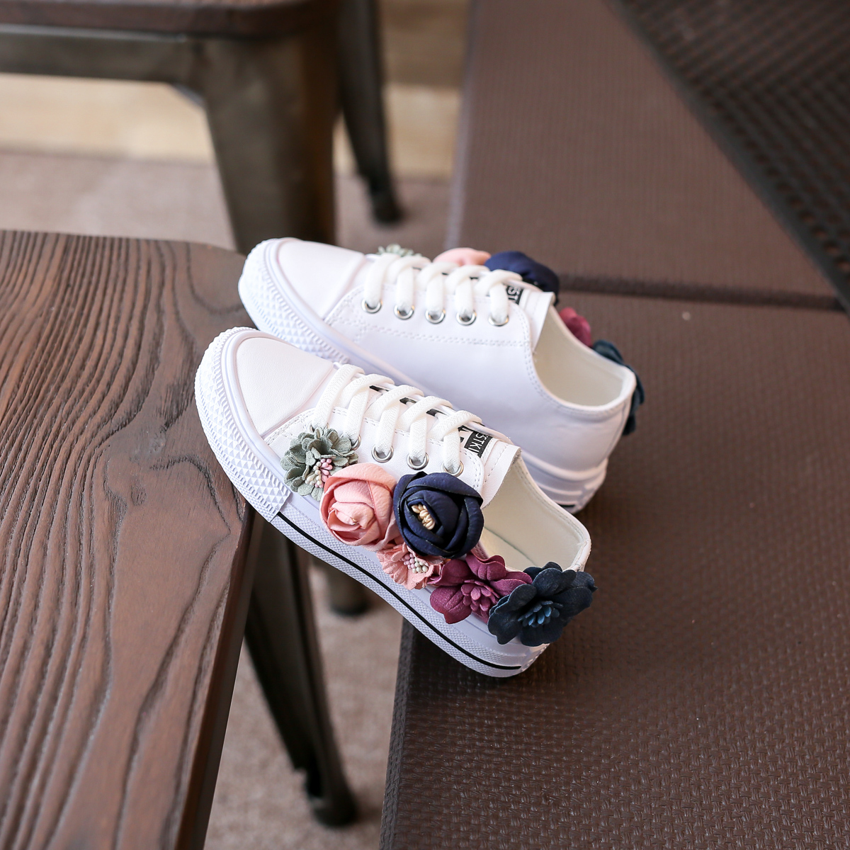 Beading Kids Shoes Low Top 2018 Autumn Childrens Shoes Korean Flower Girls Canvas Shoes Casual Sneakers Lace