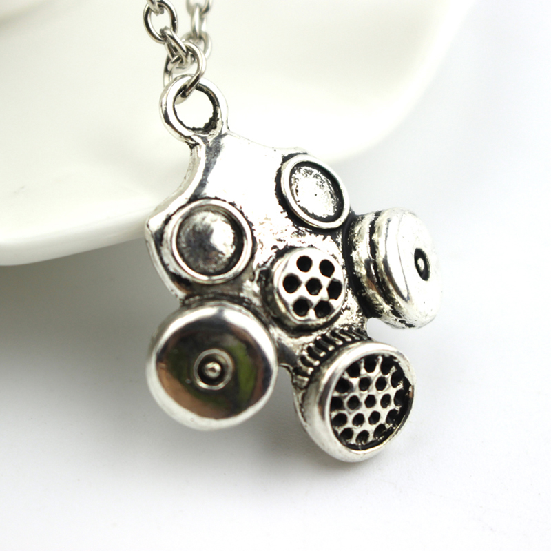 Doctor Who Inspired Gas Mask Metal Pendant Chain Necklace Steampunk Neo Victorian Gothic Zombie Apocalypse Cyber Goth