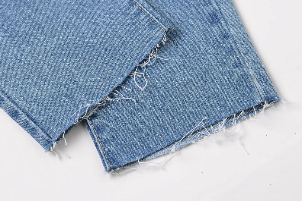 Istmikult katki rebitud teksapüksid