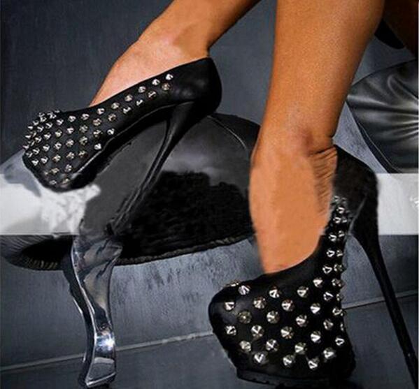 Vente chaude style punk solide couleur noire bout rond rivets clouté haute plate-forme robe chaussures talon pointu femme pompes grande taille 43