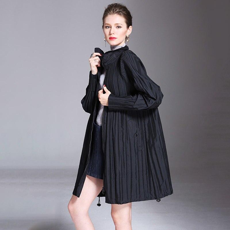 LANMREM 2019 New Fashion Turn Down Collar Pleated Zipper Overcoat Female's Black Gray Full Sleeve   Trench   Vestido YF364