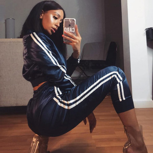 Image 4 - Women Tracksuit Zipper Hoodies Sweatshirt And Pants 2 Pieces Set Fashion 2019 Female Cropped Top Pullover And Trousers Suit