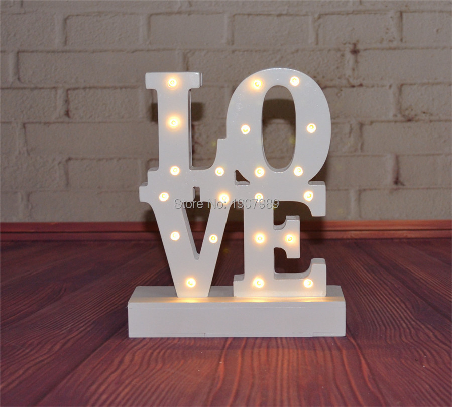 цена  warm White wooden LOVE  LED Marquee Sign LIGHT UP night light  valentine's Day  Indoor table Deration  онлайн в 2017 году