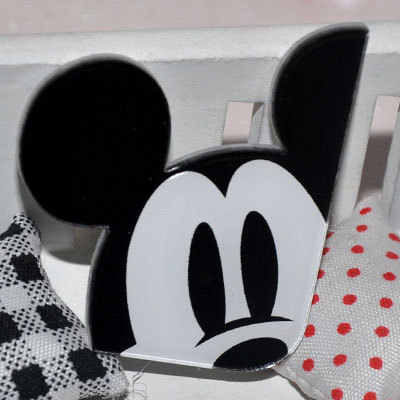 1 PCS Bonito Mickey Minnie acessórios Kawaii Anime Dos Desenhos Animados Badges Acrílico Pinos Broche Sacos Mochila Decorativo presente de aniversário das meninas