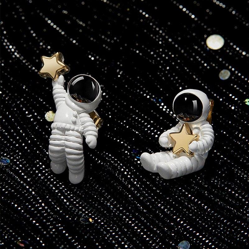 Novo coreano bonito asymmetric pentagrama espaço astronautas clip em brincos sem piercing para mulheres menina moda senhoras branco clipes de orelha