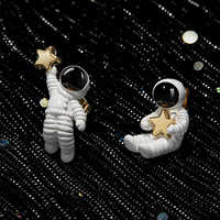 Новые корейские милые асимметричные серьги-клипсы с пентаграммой космонавтами без проколов для женщин и девушек, модные женские белые клип...
