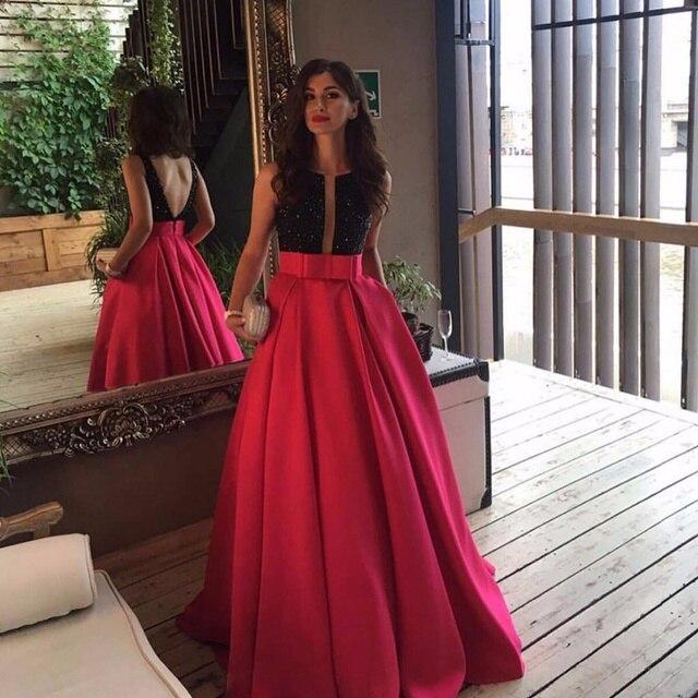 Vestido de noche negro con rojo