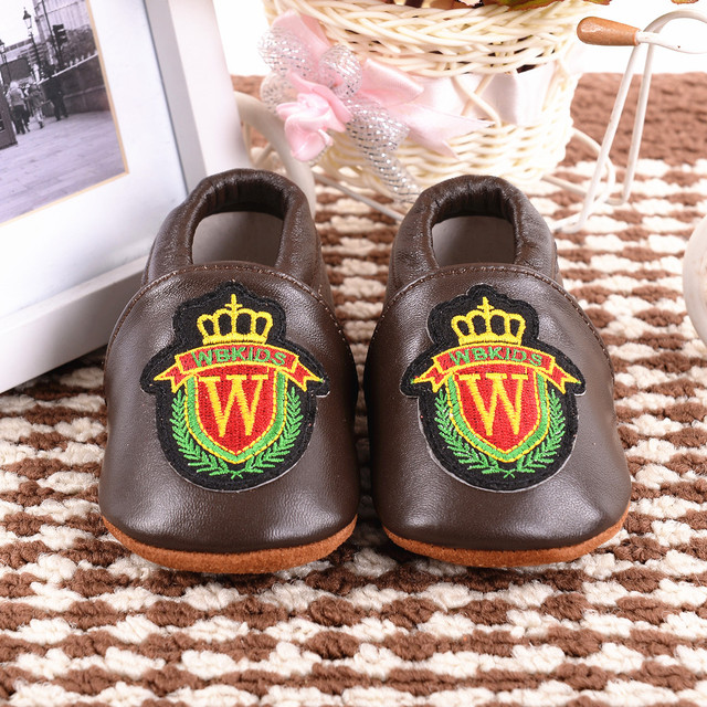New Baby Moccasins Cartoon medal of honour Crown Genuine Leather newborn Non-slip Indoor Baby shoes First Walkers Free shipping