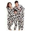 Ropa de la familia 2017 de Primavera Nuevos Casual de Lana de manga larga Pijamas Vacas Patrón Familia Mira Los Padres Hija Hijo Ropa niños