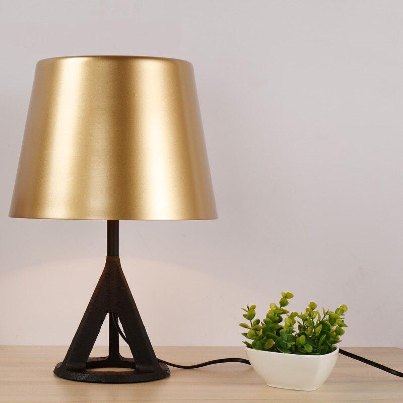 Nordic моды настольная лампа Золотой Современная Простой гостиная исследования кровать тумбочка лампа ya7316