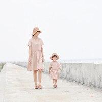 Maggie Camminatore del bambino Madre e bambino fresco di estate del vestito famiglia in cotone e lino rosa morbido vestito dalla madre e figlia solido vestito