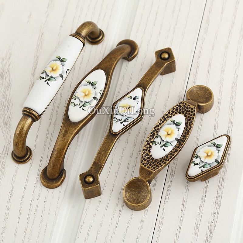 Ev Dekorasyonu'ten Dolap Çekerleri'de 10 PCS Avrupa Antik Mutfak Kapı Mobilya Kolu Seramik Baskı Dolap Dolap Çekmece Dolap Pulls Topuzlar ve Kolları title=