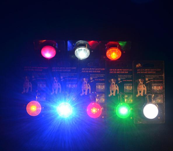 Linterna de luz LED para el cuello de tu mascota. 6
