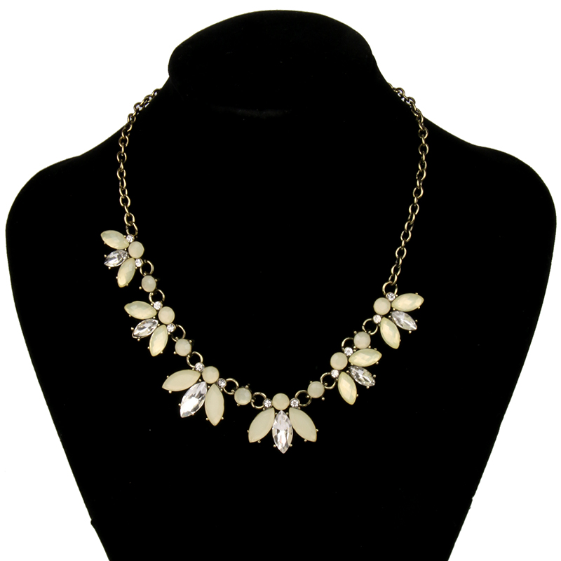 Us 1 62 35 Off 2019 New Arrival Vintage Necklace Flower Crystal Chokers Necklaces For Woman S Best Gift Jewelry Factory Outlet 2n802 In Pendant