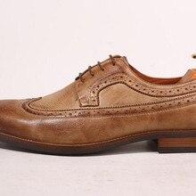 a80da1ce84 Novos homens da moda de fundo grosso sapatos de couro estilo inglaterra  apontou dedos retro esculpida