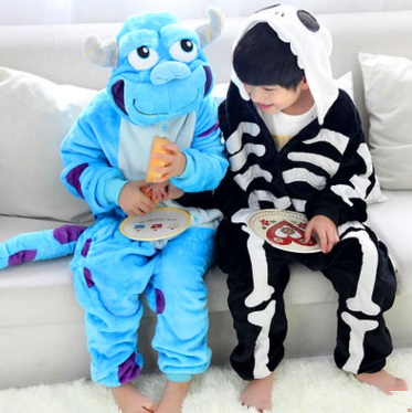 Flannelette animal hair of the skull and skull of the long sleeve of the pajamas long sleeve cartoon home for the autumn and win