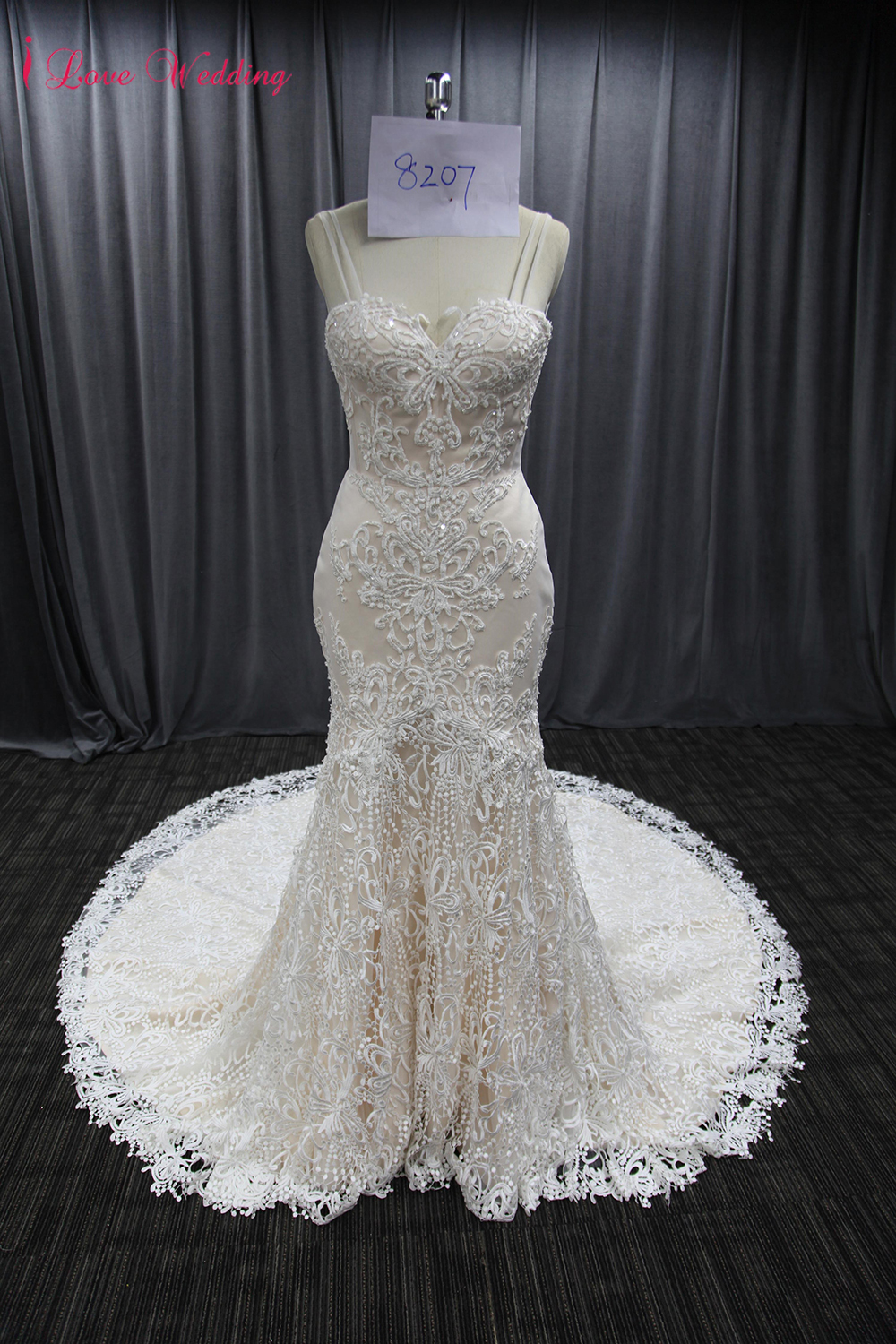 2019 Vintage Lace Wedding Gown Sweetheart Neckline Sexy Backless Bridal Wedding Dresses Long Train Woman Marriage Party Dresses