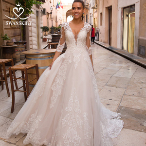 Image 1 - Sexy V hals Applicaties Wedding Dress Swanskirt Half Sleeve Lace Up A lijn Hof Trein Prinses Bruidsjurk Robe De Mariage LZ10
