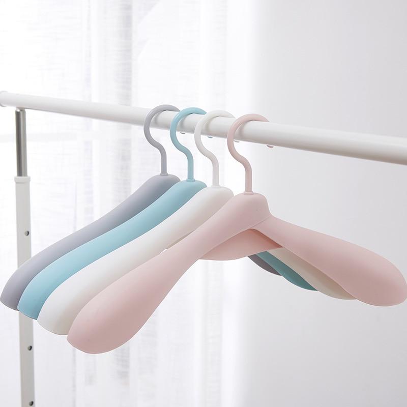 10pcs/Lot Thicken Wide Shoulder Plastic Clothes Hanger Wardrobe Closet Plastic Scarf Clothes Hangers Hangers Storage Racks