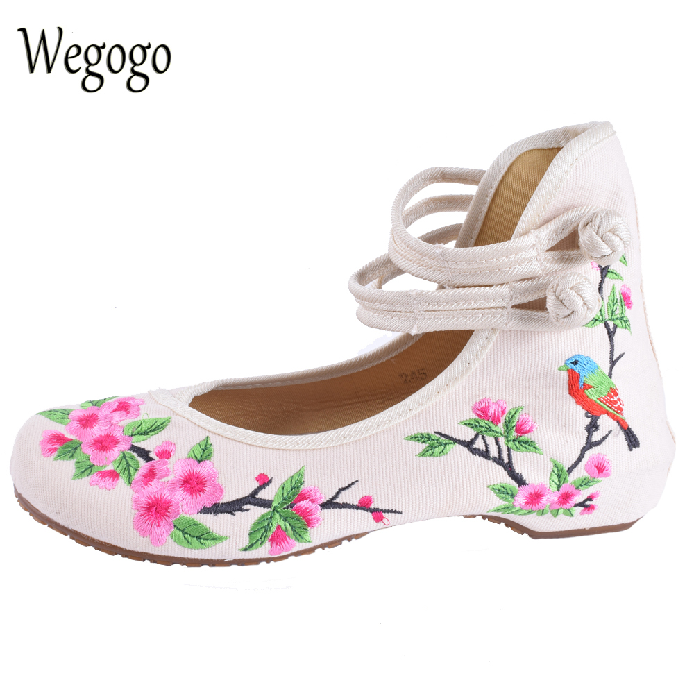 Wegogo Ethnic Women Embroidery Shoes Mary Jane Shoes Flats Dance Soft Canvas Dancing Shoes Zapatos Mujer Ladies Flat Shoes peacock embroidery women shoes old peking mary jane flat heel denim flats soft sole women dance casual shoes height increase