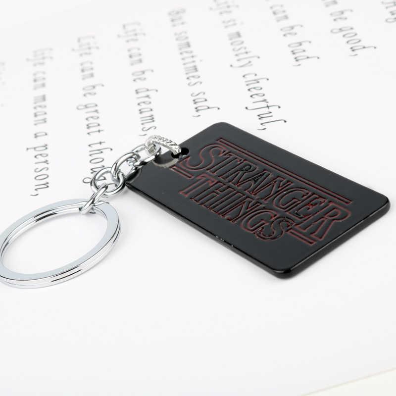 """MQCHUN 2017 Horror serialu """" Stranger Things """"Logo breloki metalowe identyfikator dla psa samochód brelok do kluczy dla mężczyzn biżuteria fajny prezent-50"""