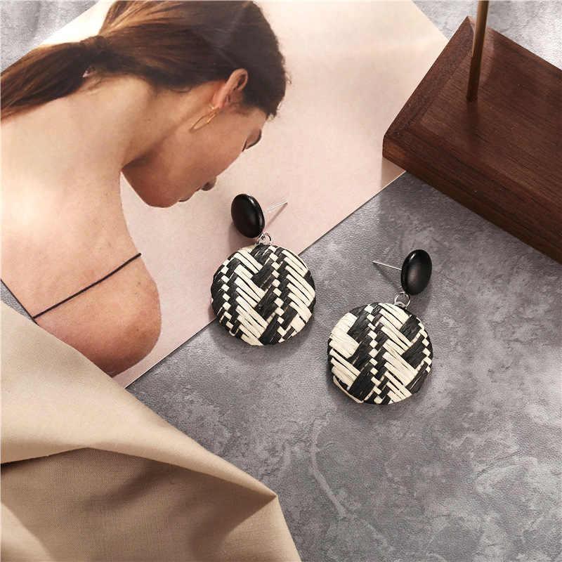 โบฮีเมียนที่ไม่ซ้ำกันของขวัญทำด้วยมือหวายหวายฟาง 5 สีสีสวยวงกลมหญิง 1 คู่ต่างหูไม้