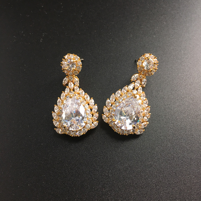 9ec8b361f64a 2018 new fashion retro palace crystal zircon golden necklace earring set wedding  bride banquet dress jewelry free shipping-in Jewelry Sets from Jewelry ...