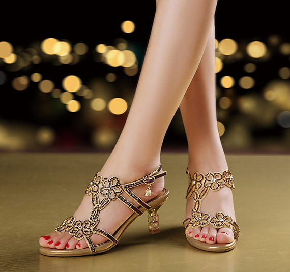 2018 New Arrival Women Sandals Square High Heel Peep Toe Crystal Flowral Decorarion Buckle Back Strap Covered Narrow Band