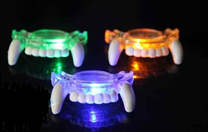 SE MARCA LED Light Up Piscando Brinquedos Flash Mouth Guard Piece Festa do Dia Das Bruxas Engraçado Brinquedos do Fulgor de Dente MUL TI-GLOW