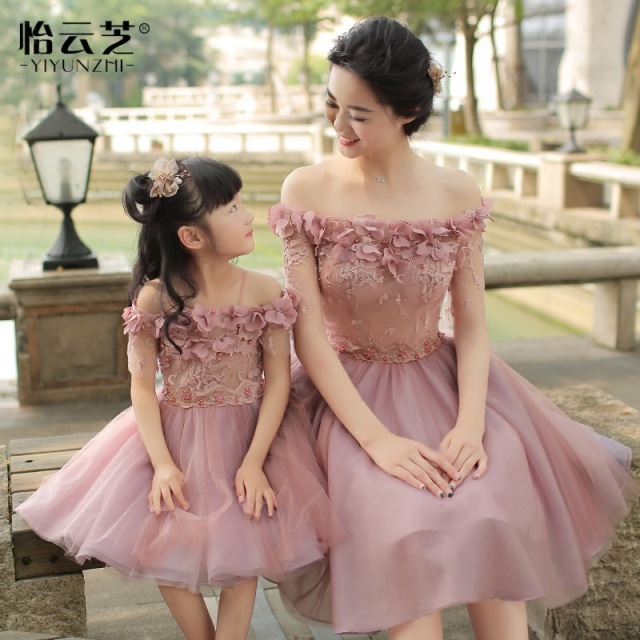 12fb0c14c1475 US $61.73 5% OFF|Mother Daughter Wedding Dresses Girls Evening Off Shoulder  Lace Flower Dress Mommy and Me Elegant Clothes Family Wedding Dress-in ...