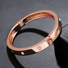 WLP Brand Jewelry New Fashion Europe bracelets bangles Rose Gold Bangles for women Valentine's Day gift temperamentHigh quality