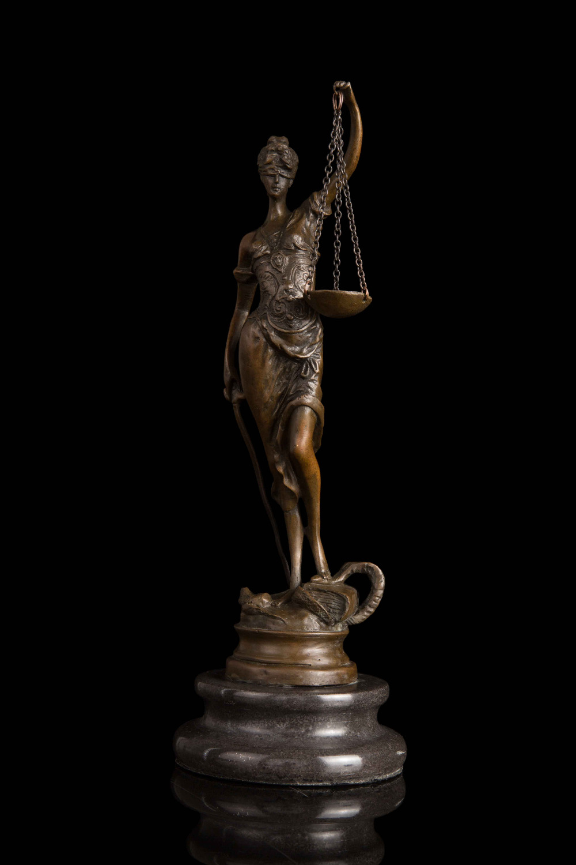 Real Bronze Original Abstract Nude Female Figure Sculpture Statue Modern Art Garden Decoration Brass BronzeReal Bronze Original Abstract Nude Female Figure Sculpture Statue Modern Art Garden Decoration Brass Bronze