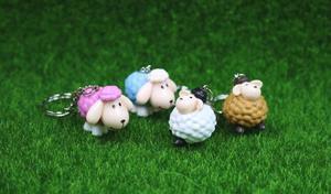 Image 4 - Owce brelok etui samochód brelok do kluczy Cute zwierząt wisiorek rysunek brelok prezent urodzinowy 4 kolory Mix 24 sztuk/partia hurtownie wysokiej jakości