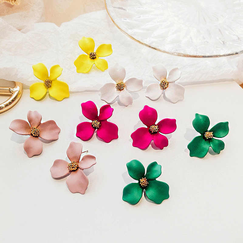 New 2018 Resin earrings Women Stud Earrings Small Fresh Earrings white rose pink Color Flowers Fashion Women Hyperbole Jewelry